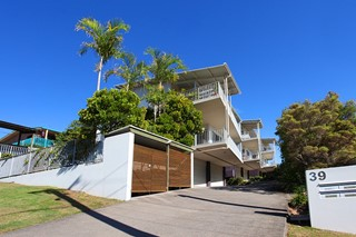 Executive apartment - only minutes to the beach!