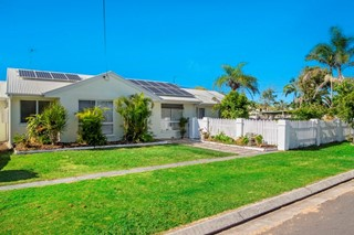 Impressive home only a short stroll from shops,cafes & Patrolled beach