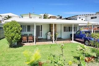 *** AUCTION THIS SAT 4PM ON-SITE *** BEACH PAD OR DEVELOPMENT