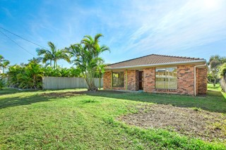 DECEASED ESTATE AUCTION - ORIGINAL BEACHSIDE HOME ADJOINING PARK RESERVE