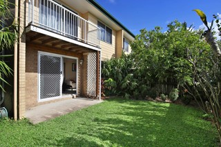 CENTRAL COOLUM PRIVATE TOWNHOUSE WITH PRIVATE COURTYARD UNDER $400K