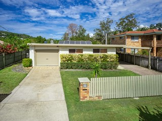 ***Auction This Saturday 10am On-Site*** CENTRAL COOLUM FAMILY HOME ON HUGE 1080M2 - ADD 2ND RESIDENCE