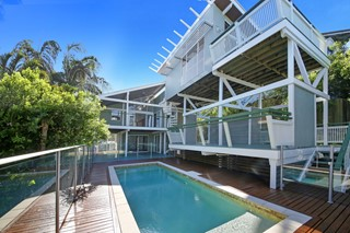 PAVILLION BEACH HOUSE - 3MINS TO SURF - BEACHSIDE!