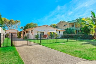 DECEASED ESTATE AUCTION- ORIGINAL BEACHSIDE HOME ADJOINING PARK RESERVE