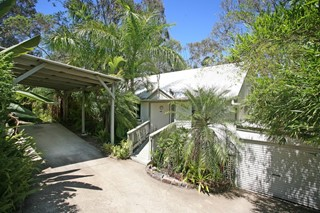 STYLISH CONTEMPORARY DESIGNER IN BUSH SETTING