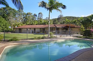 ACREAGE COUNTRY COMFORT IN COOLUM BEACH