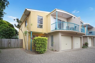 HOLIDAY & LEISURE TOWNHOUSE IN CENTRAL COOLUM BEACH