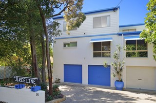 **** SOLD AT AUCTION **** HOUSE SIZED VILLA - PRIME LOCATION – 5 MINS TO SURF & SHOPS