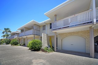 350M TO SURF - SMALL COMPLEX - CENTRAL COOLUM