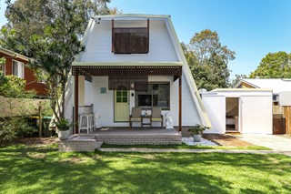 CHARMING COOLUM BEACH A-FRAME ABODE
